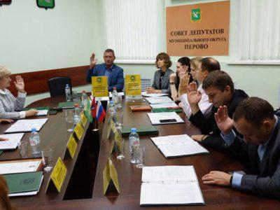 Перовские муниципальные депутаты провели второе за летние каникулы внеочередное заседание. Фото Александра Калугина