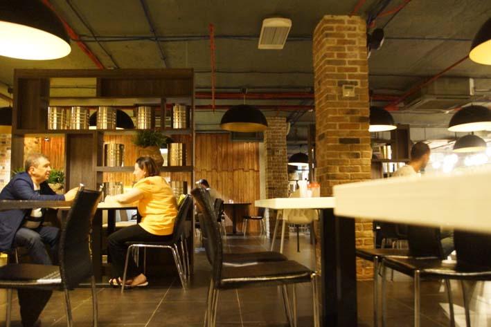 Депутаты дали разрешение на размещение летнего кафе у ресторана «Рио Грандэ». Фото Александра Калугина