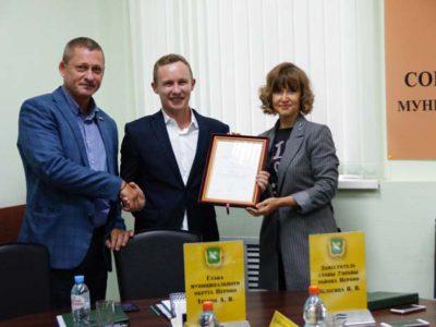 Депутату Денису Аксёнову вручена Благодарность мэра Москвы. Фото Александра Калугина
