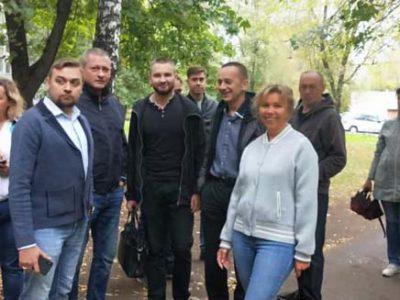 Перовские депутаты вместе с главой управы района Перово провели плановый обход территории. Фото из личного аккаунта Дмитрия Филиппова на ФБ.
