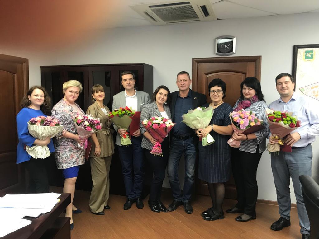 Перовские муниципальные депутаты поздравляют учителей, преподавателей и воспитателей с профессиональным праздником!