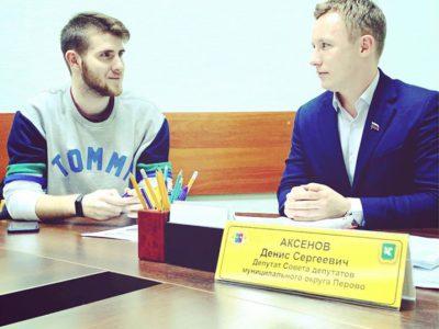 Активисты перовской Молодёжной палаты обсудили с муниципальным депутатом свои планы на будущее. Фото из личного аккаунта Дениса Аксёнова на ФБ.