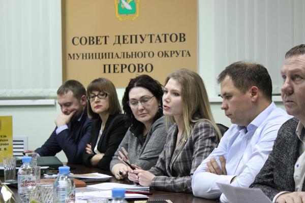 Фото: Депутат Бондаренко обращается к коллегам. Фото Сергея Овчинникова