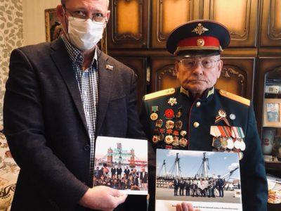 Перовские депутаты поздравили с новогодними праздниками ветеранов и участников войны