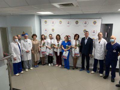 Перовские депутаты поздравили женщин с 8 марта