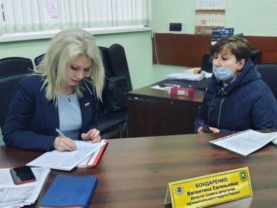 Валентина Бондаренко попросила привести фасадные окна на 2-й Владимирской в порядок