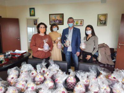 Перовским врачам передали пасхальные куличи