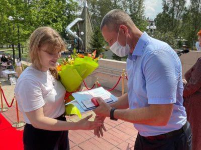 Андрей Тюрин вручил аттестаты перовским выпускникам