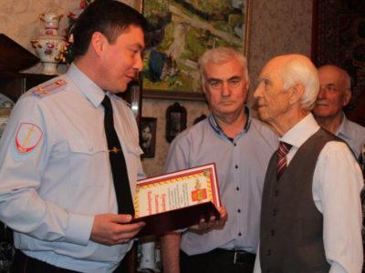 В Восточном округе поздравили ветерана органов внутренних дел с юбилеем