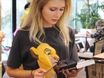 Валентина Бондаренко проверила учебники после обращения родителей учащихся
